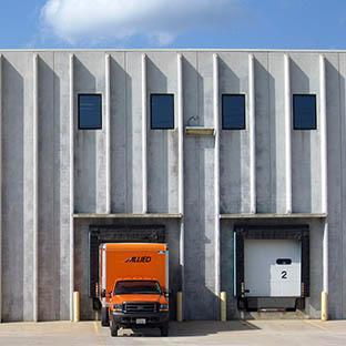 Rochester Transfer & Storage Warehouse facility in Rochester MN with Allied Van Lines truck at loading dock