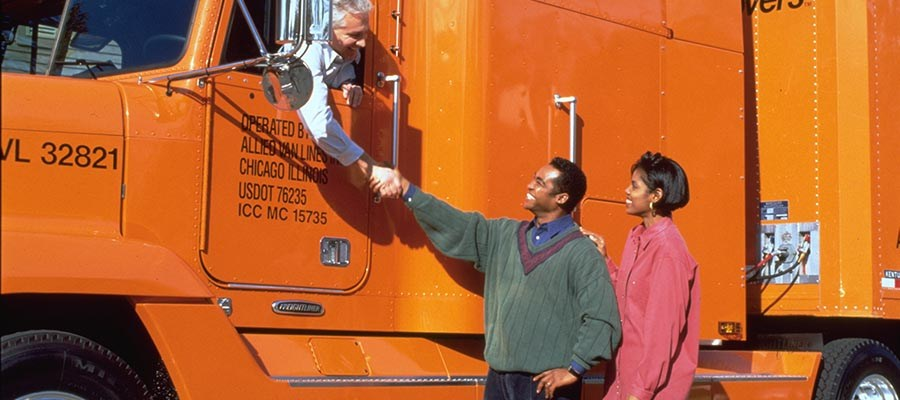 Minneapolis Movers and Allied Van Lines agent Piepho Moving & Storage mover and driver shakes hands with residential moving clients for article on tipping movers